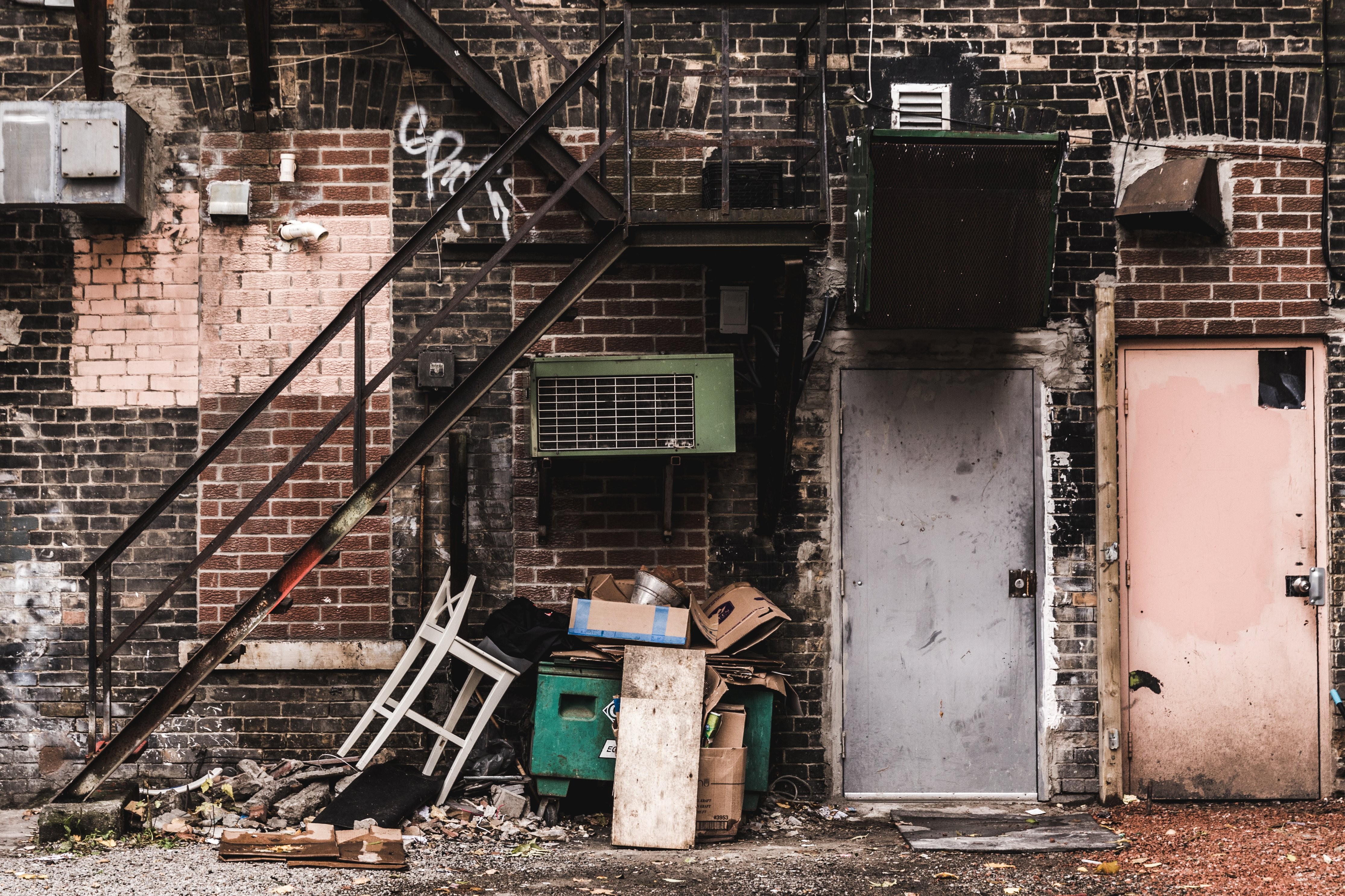 grungy-back-alley-in-the-city